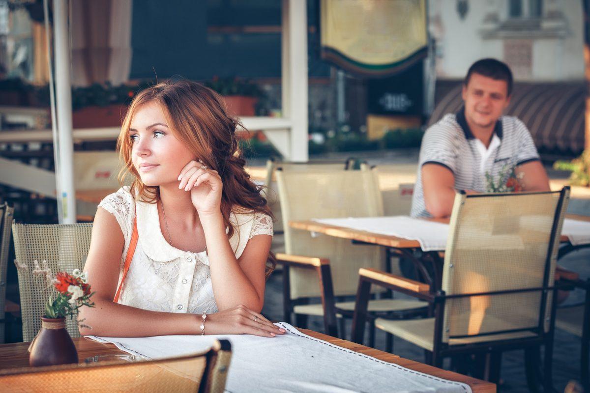 Как познакомиться с девушкой: список безотказных фраз для начала разговора